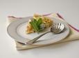 Rabarbarin kolač z meto in oreščki makadamija