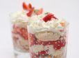 Jagodna zloženka (trifle) s sladoledom in belo čokolado