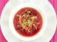 Enolončnica iz rdeče pese in goveje juhe iz parne pečice