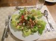 Solata z zelenjavo in prelivom iz pinjenca