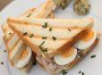 Sendvič s tunino in prepeličjimi jajci
