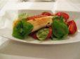 Paradižnikova solata s kruhom in pečeno sipo