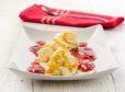 Karamelizirani skutini kupčki z omako iz rabarbare in jagod