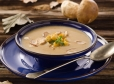 Kremna jurčkova juha s kruhovimi kockami