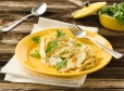 Pisani špageti s hruško, kozjim sirom in mandlji