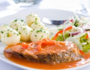Schweinskoteletts in pikanter Sauce