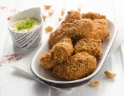 Chicken Nuggets in Erdnuss-Panier mit Limetten-Mayonnaise