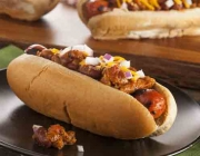 Chili Hot Dogs mit Tortilla Chips