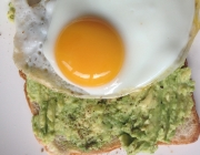 Avocado-Vollkorntoast