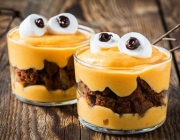 Halloween Monster-Schichtdessert