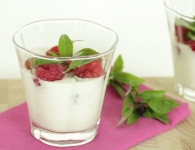 Jogurt z malinami, s...