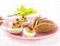 Kuhana jajca s čemaž...
