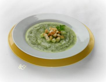 Spinatsuppe mit Knoblauch-Croutons