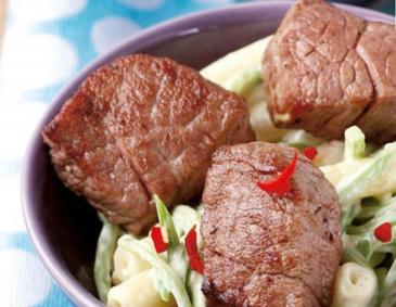 die besten salate mit fleisch und fisch. Black Bedroom Furniture Sets. Home Design Ideas