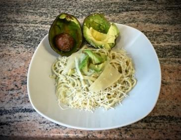 Avocado-Pesto zu Pasta