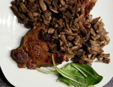Steak mit Champignons