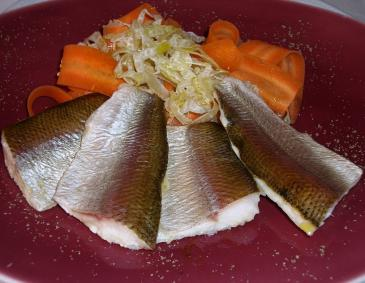 Halbwarme Eglifilet in Gemüsemarinade