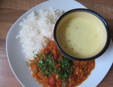 Erdnuss-Dal mit Joghurtcurry