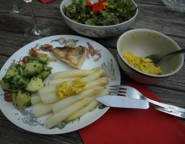 Spargel mit Currybutter