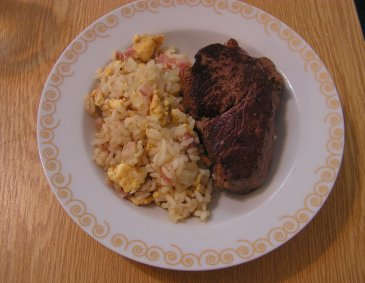 Steak mit gebratenem Reis