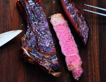 American Rib-Eye-Steak mit Bourbon-Lack