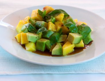 Mango-Avocado-Salat mit Balsamicodressing
