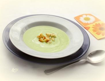 Avocadosuppe mit Knoblauchcroutons