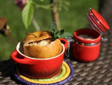 Jabolko z marcipanom na žaru