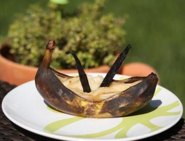 Pečene banane z marcipanom