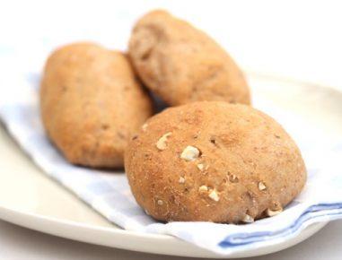 Pirine štručke z oreščki brez kvasa