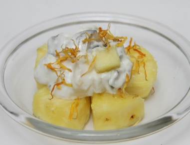 Eksotična slanikova solata z ananasom