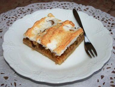 Jabolčni kolač s snežno kapo