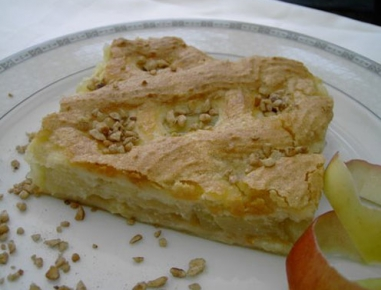 Božični jabolčni kolač z marcipanom