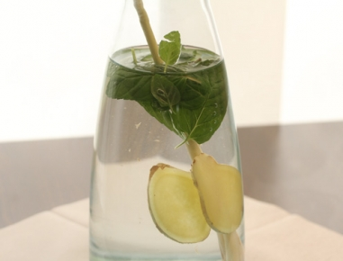 Ingverjevo-metina voda