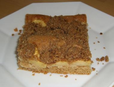 Sadni polnozrnatni kolač