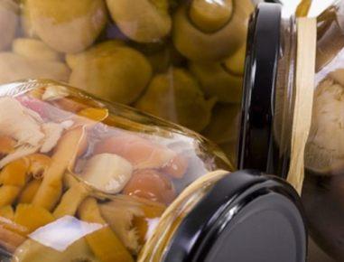 Gobe, vložene v marinadi iz kisa in olivnega olja