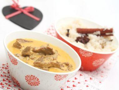 Rdeči kari z raco in rižem