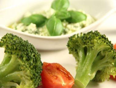broccoli und tomaten mit schafk se basilikum creme aus dem dampfgarer rezept. Black Bedroom Furniture Sets. Home Design Ideas