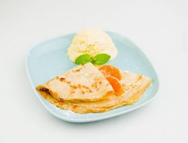 Palačinke z mandarinami in vanilijevim sladoledom