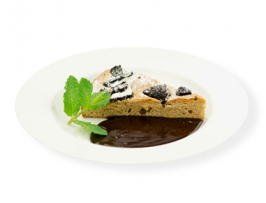 Kakavov kolač s piškoti in čokoladno omako