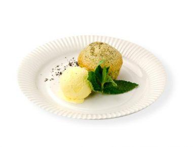 Marelični mafini z makom in vaniljevim sladoledom