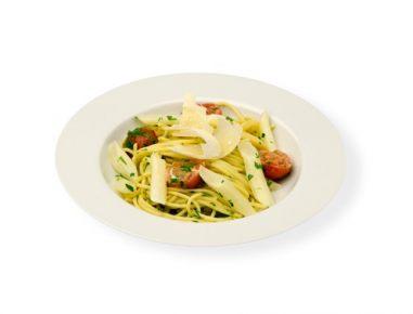 Špageti z omako iz špargljev in paradižnika