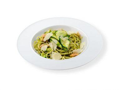Špageti z dimljenim lososom in pestom iz pistacij