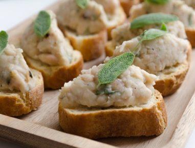 Kruhki s fižolom in žajbljem