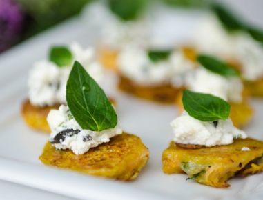 Praženci s korenčkom, feta sirom in olivami