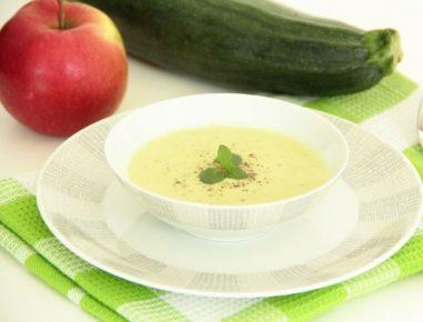 Bučkina juha z jabolkom in karijem
