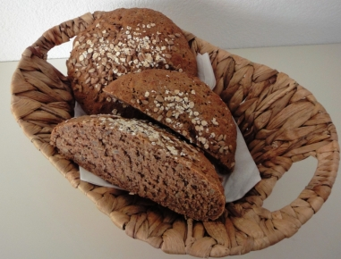 Polnozrnati rženi kruh s sončničnimi semeni