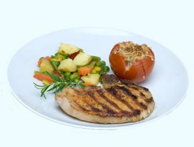 grillkotelett mit erd pfel gem se pfanne und berbackener tomate rezept. Black Bedroom Furniture Sets. Home Design Ideas