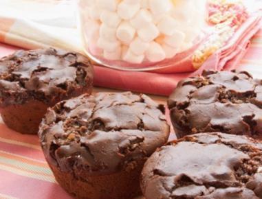 Čokoladni mafini s penicami marshmallow