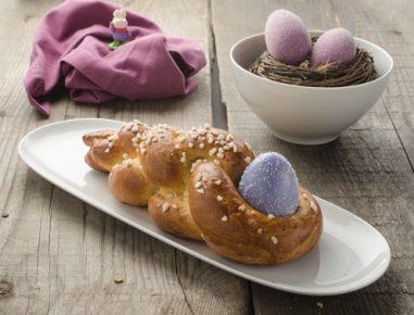 Velikonočna pletenica z jajcem